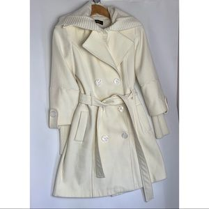 Double Breasted Trench coat. White/Cream -CHRYSTAL
